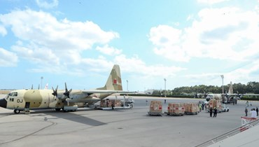 طائرة مغربية محملة بالمساعدات في مطار قرطاج الدولي