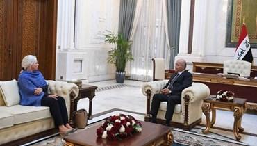 صالح خلال استقباله بلاسخارت في بغداد