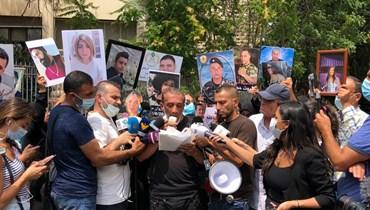 أهالي شهداء انفجار مرفأ بيروت يعتصمون أمام قصر العدل