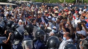 تونس في مهب الوباءين: كورونا والصراع السياسي