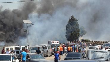 دخان يتصاعد قرب منزل مالك قطعة الأرض حيث انفجر خزان الوقود في قرية التليل شمال لبنان يوم 15 أغسطس. أ ف ب