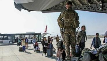 طائرة اميركية في تنقل اشخاصا من مطار كابول