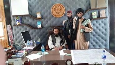 """مسلحون من """"طالبان"""" في مكتب الرئيس المخلوع أشرف غني"""