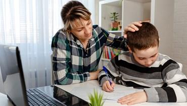 في العودة إلى المدرسة... طفلي يجد صعوبة في التركيز فكيف أساعده في الدراسة؟