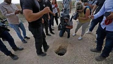الحفرة التي خرج منها الأسرى الستة الذين فروا من سجن جلبوع