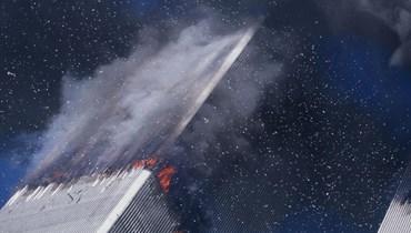 النيران تشتعل في مركز التجارة العالمي في نيويورك في 11 أيلول