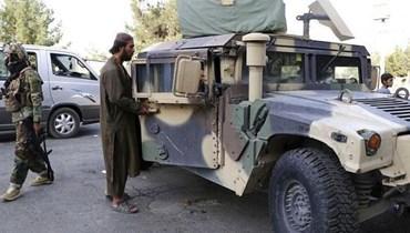 """مقاتلون من """"طالبان"""" يسيطرون على مركبة """"همفي"""" - """"أ ب"""""""