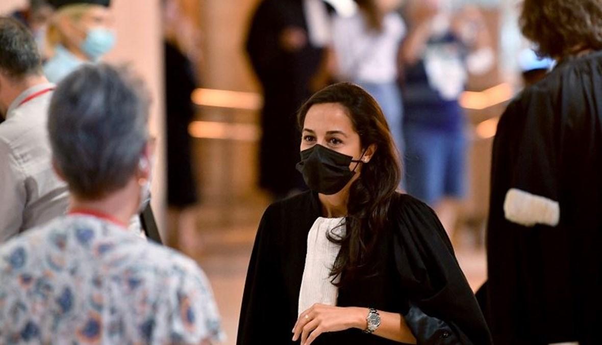 صورة أوليفيا رونين محامية صلاح عبد السلام خارج قاعة المحكمة (ا ف ب)