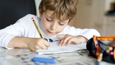 ما هي الأطعمة التي تساعد الطفل على التركيز في المدرسة؟