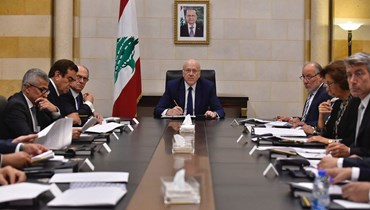 رئيس الحكومة اللبنانية مترئساً لجنة البيان الوزاري