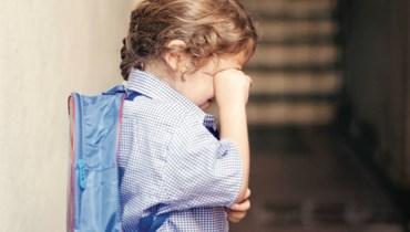 أعراض جسديّة ناتجة من اضطرابات نفسيّة لدى الأطفال عند الانفصال عن الأهل... كيف نعالجها؟