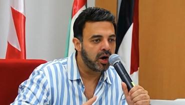 """أزمة تغير النهايات في الأعمال الفنيّة... عمرو محمود ياسين يتراجع عن التّضامن مع مؤلّفي """"شقة 6"""""""