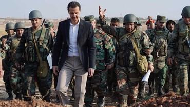 الرئيس السوري بشار الأسد ومجموعة من الجنود