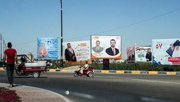 لوحات إعلانية للحملة الانتخابية تصور المرشحين لخوض الانتخابات التشريعية العراقية المبكرة في تشرين الأول معروضة على في مدينة الرمادي عاصمة محافظة الأنبار وسط العراق (ا ف ب)