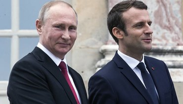 """بوتين في ضيافة ماكرون، 2017 - """"أ ب"""""""