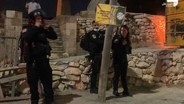 افراد من الشرطة الإسرائيلية قرب المقبرة اليوسفية