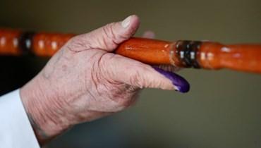 مسنّ أدلى بصوته في بغداد. أف ب