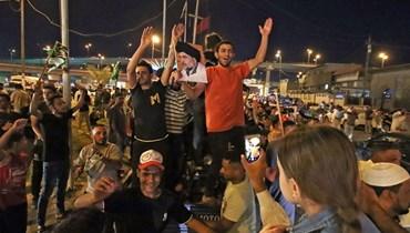 أنصار للزعيم الشيعي مقتدى الصدر يحتفلون. أ ف ب