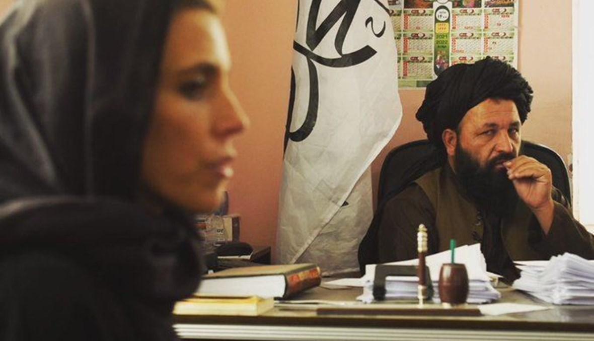 """مراسلة """"سي أن أن""""خلال مقابلة مع قيادي في """"طالبان"""""""