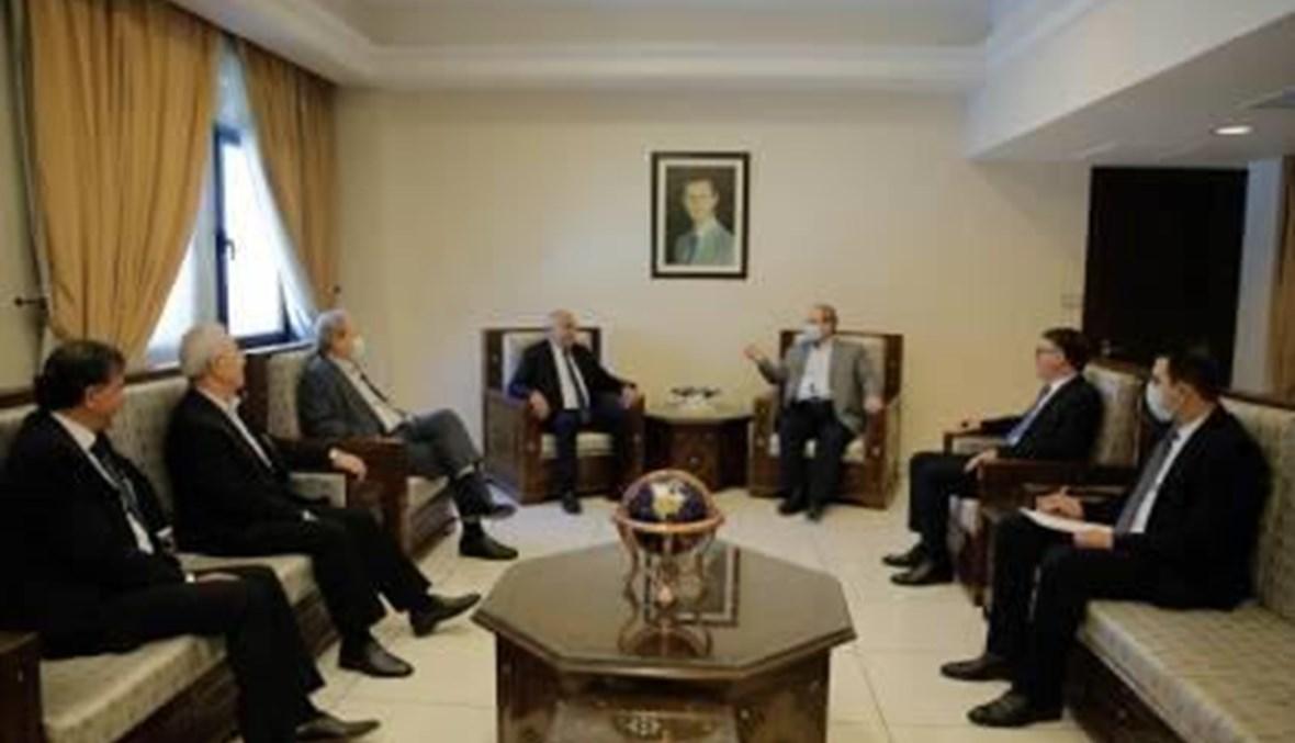 """وفد """"فتح"""" مع نائب وزير الخارجية السوري فيصل المقداد"""