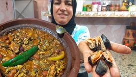 بلح البحر... وسيلة فقراء المغرب للقمة العيش