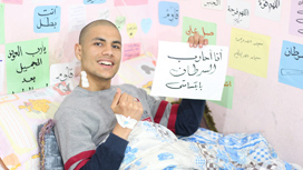 كيف استطاع محمد قمصان أن يخدع الآلاف من متابعيه بأنه مصاب بالسرطان؟