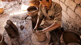 هل تندثر صناعة الفخار بالطريقة التقليدية في مصر؟