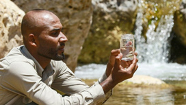باحثون يحاولون إنقاذ سمكة نادرة ومهددة بالانقراض في الأردن